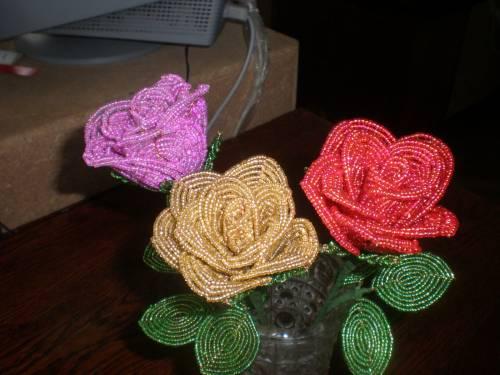 Букет роз из бисера - Делаем фенечки своими руками.